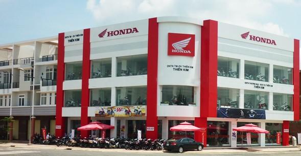 Bảng hiệu ốp alu ngoài trời của Honda tạo vẻ sang trọng